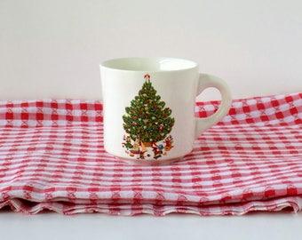 Christmas Tree Holiday Tableware. Santa's Coffee Cup or Mug. Vintage Drinkware or Tableware. Country Cottage Farmhouse Decor.