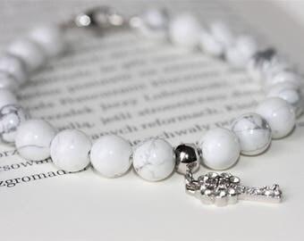 White howlite gemstone  bracelet
