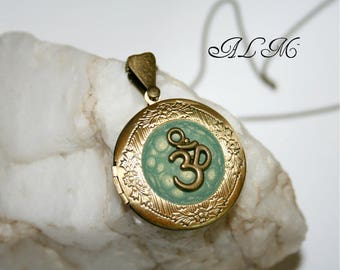 Photo with OM symbol Green Pearl (p) pendant