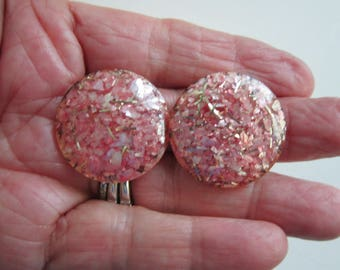 """Clip Earrings Lucite Confetti Pink Pearl Iridescent Shell Piece Gold Vintage   Vintage measure 1 1/8"""" in diameter.     Very good condition"""