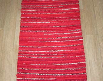 Handwoven, Scandinavian style,  vintage look,rag rug -1.7' x3.67', red,black, white, ready for sale