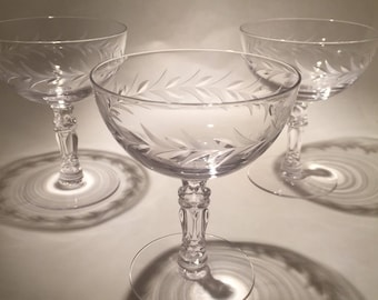 4 Champagne Coupes - Fostoria Holly