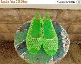 Birthday Sale Vintage Green Woven Jelly Sandals, Open toe Jellies, Size 7
