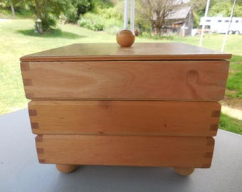 Vintage 1980s to 1990s Wooden Dovetail Corners Box For Jewelry/Crafting/Accessories/Stash Mans Dresser Square 3 Compartments Footed Retro