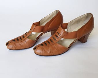 1940's Brown Leather Cut Out Heels Size 8 1/2 Narrow 40s Heels Red Cross Peep Toe