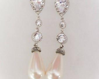Dangle Pearl earrings, wedding jewelry, bridal earrings, cream Pearl earrings, white Pearl earrings
