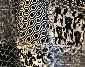 Pet Bedding-Dog-Cat-Pet Blanket-Rag Quilt-Crate Mat-Modern-Black and White-Damask-Lattice-Reversible-Paw Print-Couch-Travel-Portable.