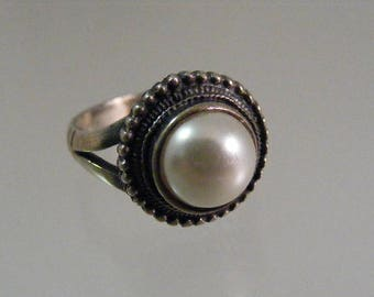 Vintage Simulated Pearl  Sterling Silver Ring.....  Lot 5380