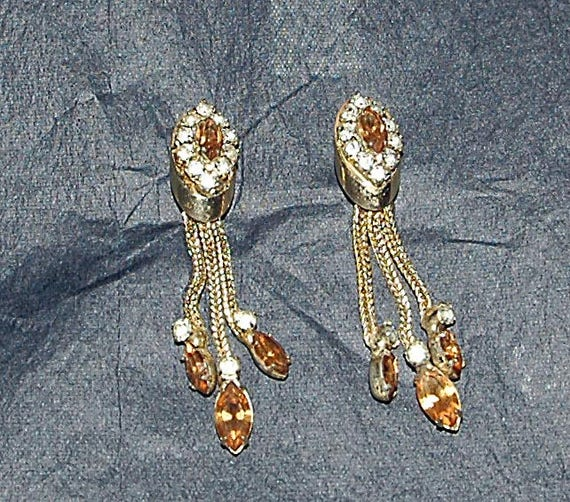 Vintage 1950 KRAMER EARRINGS PRONG Set Clip-on Long Dangle Cut Amber n Clear Cut Rhinestones Very Collectible, Signed, From a Local Estate