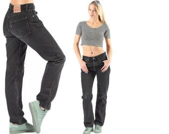 Schwarze haare jeanshose
