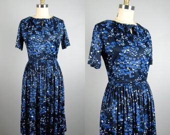 Vintage 1950s 1960s Nylon Jersey Dress 50s 60s Blue Print Shirtwaist Dress Size S/M