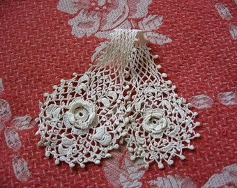 Irish Lace Jabot Hand Crocheted Rose Motif Neck Frill Collar Accent A Sweet Vintage Fashion Accessory 9 inches long 2 and 1/2 Inches wide