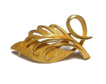 Leaf brooch, 1980s designer quality, gold leaf brooch pin, two tone texture, brushed gold and satin finish, wonderful detailing