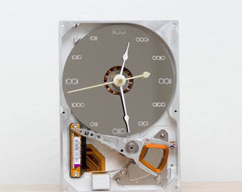 Desk clock - recycled Computer hard drive clock, HDD clock, gift for dad, unique gift for him, graduation gift - c9169