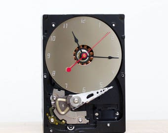 Desk clock - recycled Computer hard drive clock, HDD clock, gift for dad, unique gift for him, graduation gift - c9238