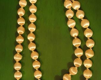 Vintage 1960s Boho Chic Lite Pastel Pink Bead Necklace