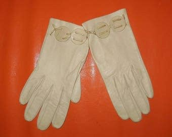 Vintage Gloves 1930s 40s 50s Beige Kid Leather Gloves Buff Color Round Cutouts Unique Art Deco Rockabilly S