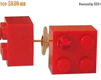 Red LEGO (R) brick 2x2 with a Red Swarovski crystal on a Silver/Gold plated stud
