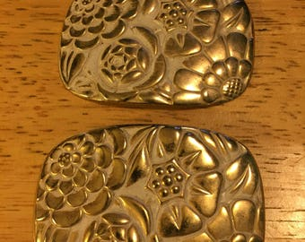 Gold & White Metal Shoe Clips