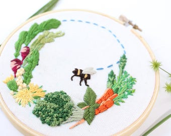 Garden Art Embroidery, Vegetables and Bee Embroidery Hoop Art, Gardening, Bumble Bee Wall Hanging. Vegetable Wreath Design, Plant Art
