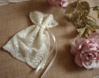 Ivory Lace Favor Bags, FedEx  Delivery, Wedding Lace Favor Bags,50 Vintage Favor Bags, Ivory Lace Favor Bags, Baptism lace bags