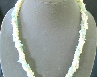 Jade chip and mother of pearl bead necklace
