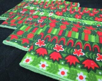 Vera Cloth Napkins - Red Green Floral Stripe Napkins - Vera Mod Christmas Napkins - Vera Neumann Linens - Free Shipping - 6HTT17