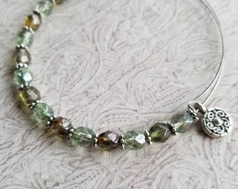 Pale Spring - Expandable Beaded bangle
