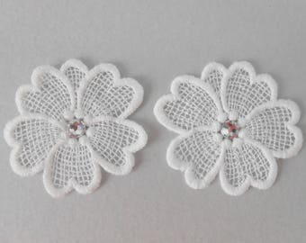 2 flowers with white lace with Crystal rhinestones