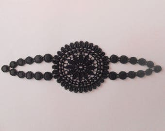 Applied in guipure black 14 x 5 cm