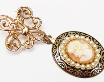 Coro Cameo Brooch - Fleur de Lis - white  pearl and gold dangle  Vintage Pin
