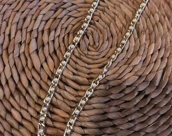 Costume jewlery pearl chain
