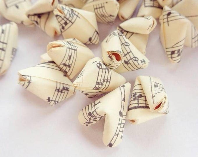 100 music sheet paper origami hearts (with or without quotes) - wedding decor - free delivery