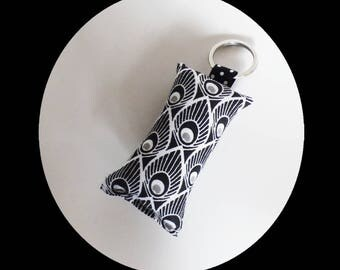 Keychain in black, grey and white peacock feathers pattern fabric