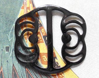 Buckle, Japanned metal, Art Deco, vintage.  A linear design of swirls of black Japanned metal, a glossy buckle. c1920's.