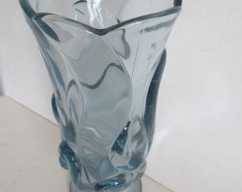large blue glass vase blue glass vases blue wedding decor blue floral vase blue glass
