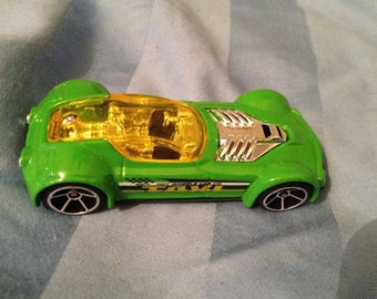 Hot Wheels Ballistik Taxi    (box 2)