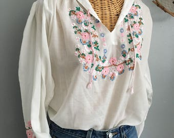 Vintage 70s  white Cotton Floral Pink Embroidered Bohemian Festival Peasant Blouse Top M L