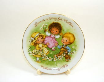 Vintage Avon Mother's Day Plate, Love is a Song for Mother, children singing and holding daisies, Avon Collectible, 1983 plate,