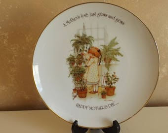 """Holly Hobbie Collectors 10"""" Plate """"A Mother's love just grows and grows"""" CL36-2"""