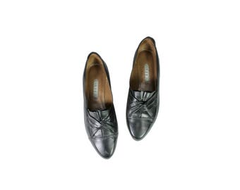 Size 7 Black Slip On Low Heel 90s Shoes // G535