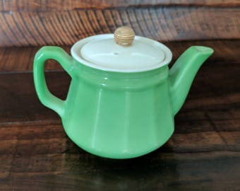 Vintage Fraunfelter Teapot with white/rope lid - Green