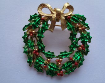 Vintage Unsigned Small Goldtone/Green Bow Wreath Brooch/Pin