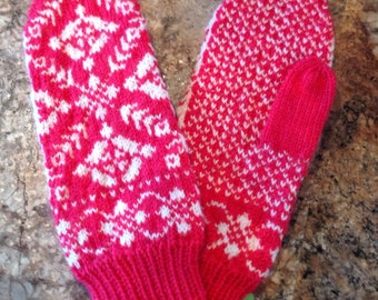 Ladies Patterned Mittens