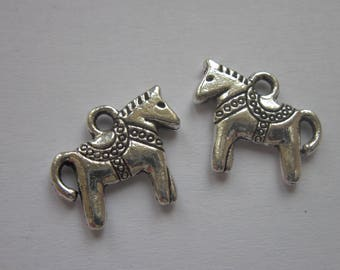 2 reversible horse 1.2 cm silver-plated charms (6152)