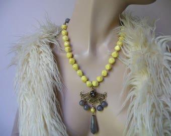Elegant baroque necklace