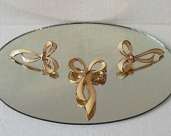 Vintage Avon Jewelry Set Graceful Bow Ivory Enameled Gold Tone Brooch and Earrings