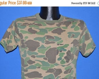 ON SALE 80s Green Brown Camouflage Hunting t-shirt Small