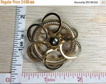10% OFF 3 day sale Vintage Gold Toned Pin Brooch Circles Used