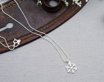 Silver Snowflake Necklace / Sterling Silver Snowflake Necklace / Sterling Silver Snowflake Charm Necklace / Snowflake Necklace / Snowflake